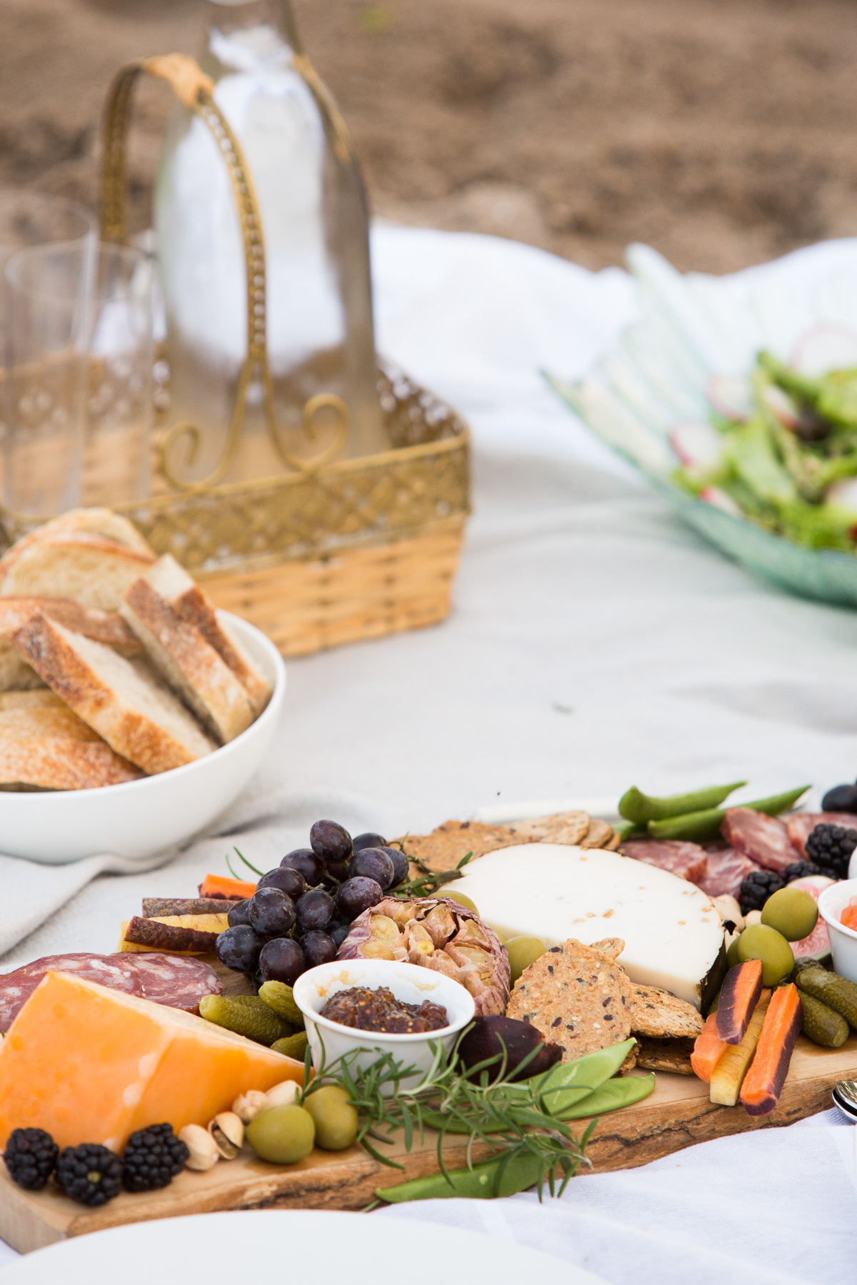 how to create a perfect beach picnic